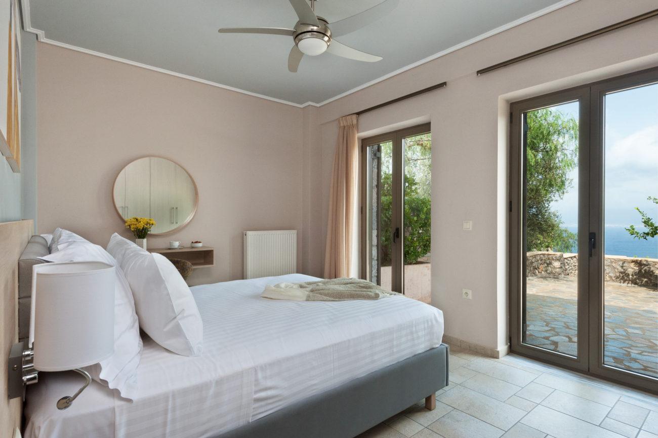 Villa Di Lusso In Pietra Con Due Camere Da Letto E Piscina Privata Vista Mare Searocks Villas Exclusive Resort